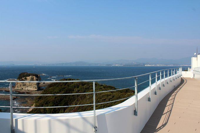 屋上デッキは太平洋・田辺湾を見渡せる絶景スポット