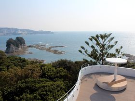 美しい純白の新館から望む海の絶景!和歌山「南方熊楠記念館」が装い新たにリニューアル