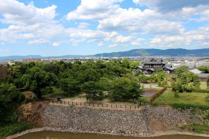 リニューアルされた天守台から、郡山・奈良の町並みを一望