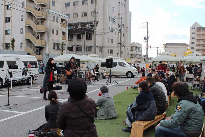ステージでは和太鼓やライブのパフォーマンスも!