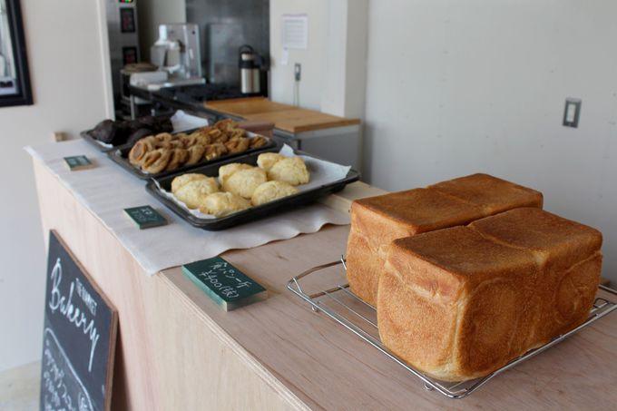 ここでしか味わえない焼きたてパンやBBQ料理を堪能