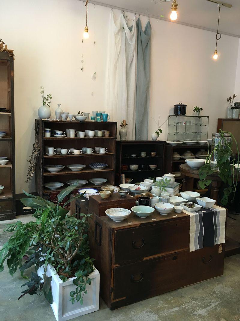 京都の陶芸にときめく!三条西洞院「若葉屋」で運命の器を選ぶ