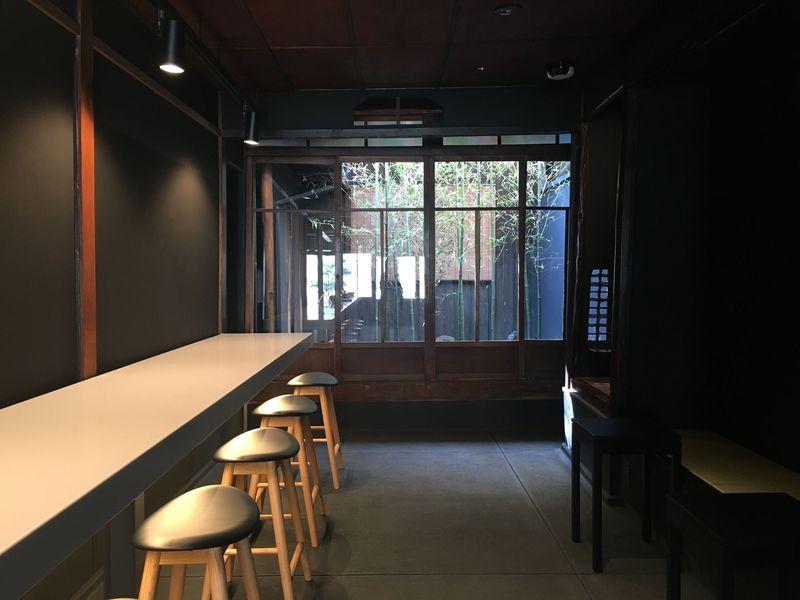 京都「聞香処」で感動体験!鳩居堂が発信する新しい香と茶の世界