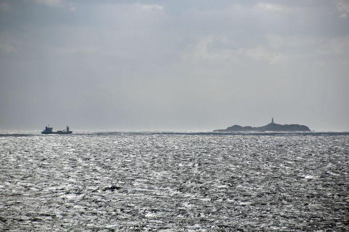 水平線に浮かぶ神子元島のシルエットを探せ!