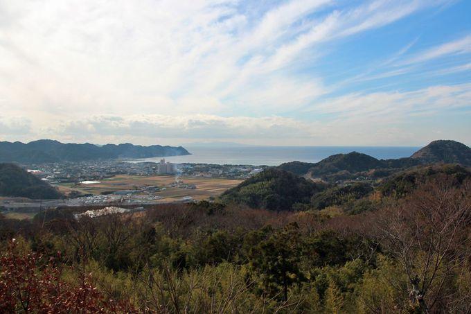 展望所から望む岩井の町と東京湾