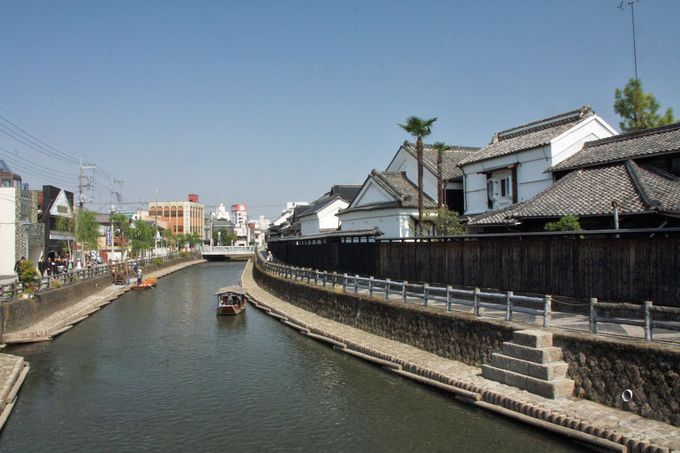 巴波川の河岸に建ち並ぶ豪商の蔵に「北関東の商都」を実感
