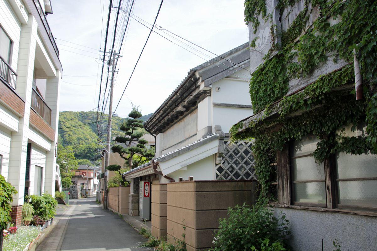 郷愁を誘う戸田の町並みと漁港の風景