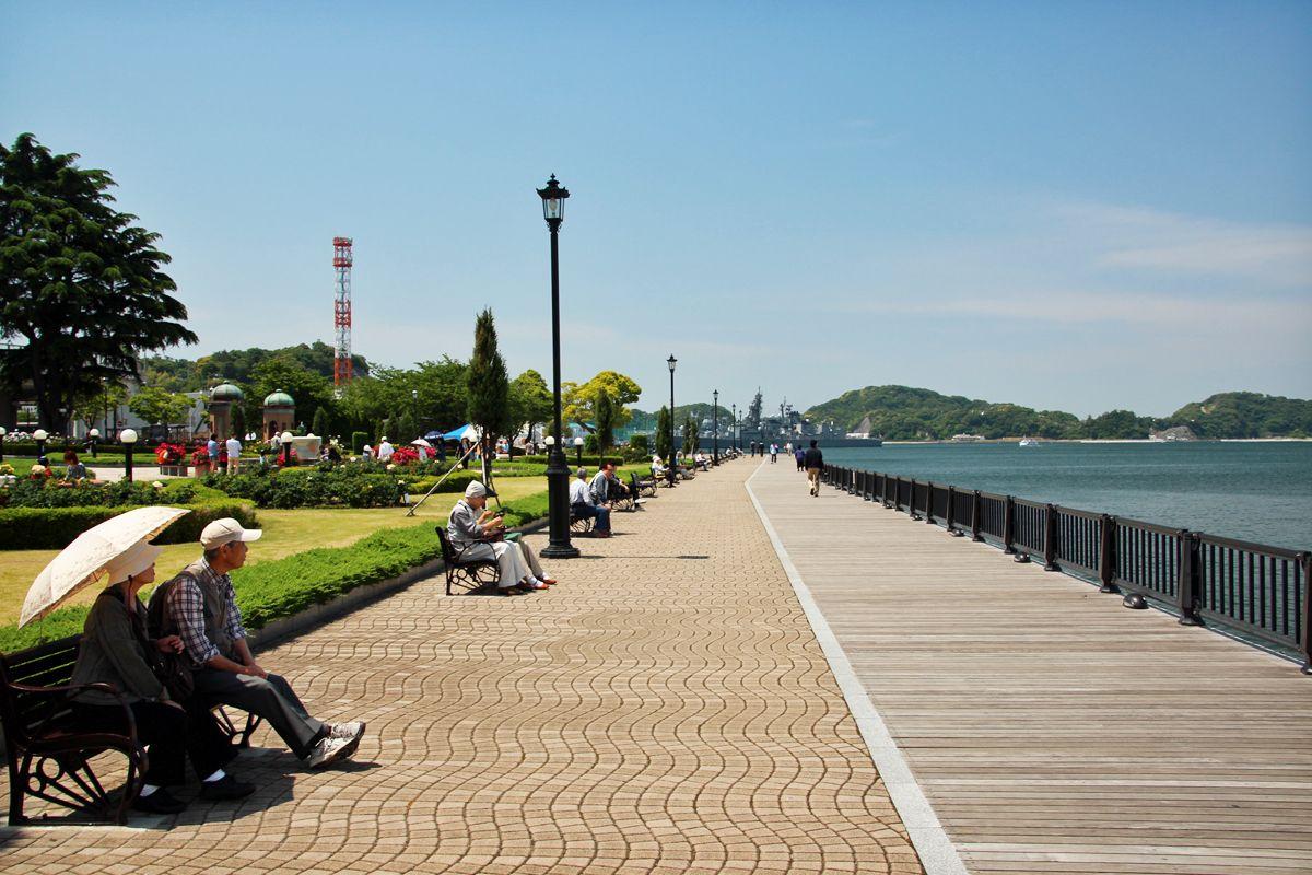 ボードウォークを歩いて臨海公園の風情を楽しもう