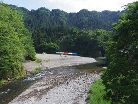 深緑の中で散策&川遊びを楽しもう!東京都西部「秋川渓谷」