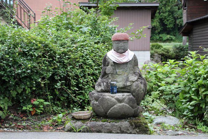 お堂やお地蔵様、道祖神など、昔ながらの風景が味わい深い
