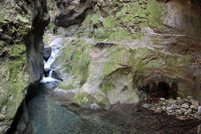 アドベンチャー感覚の峡谷の通路