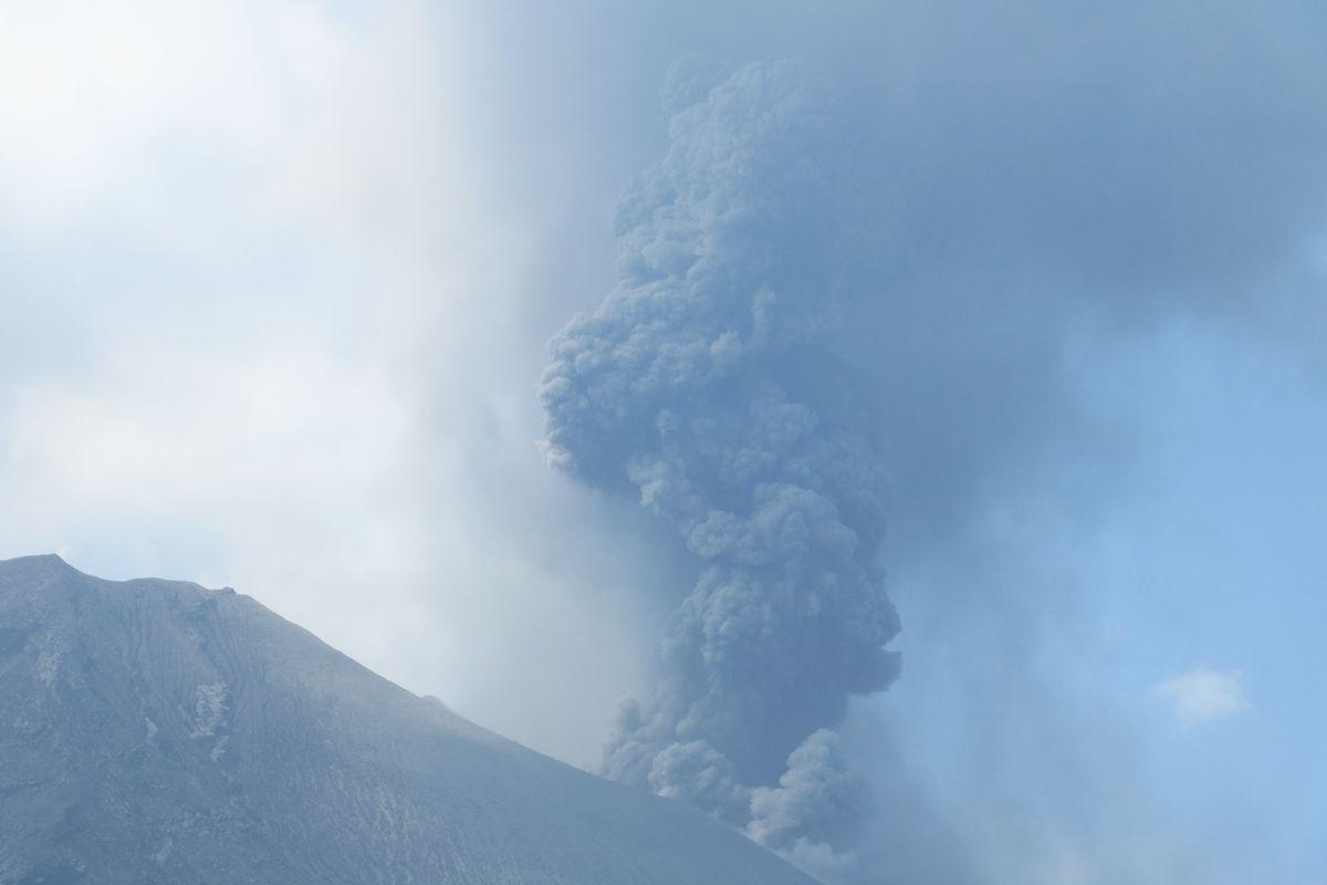 溶岩原の非日常的景観が楽しめる「有村溶岩展望所」