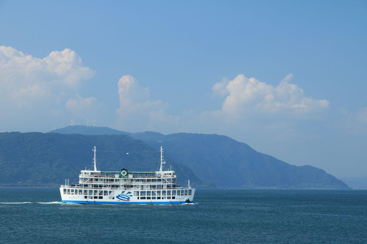 西は錦江湾越しに鹿児島市街、東は桜島御岳、ロケーション抜群!
