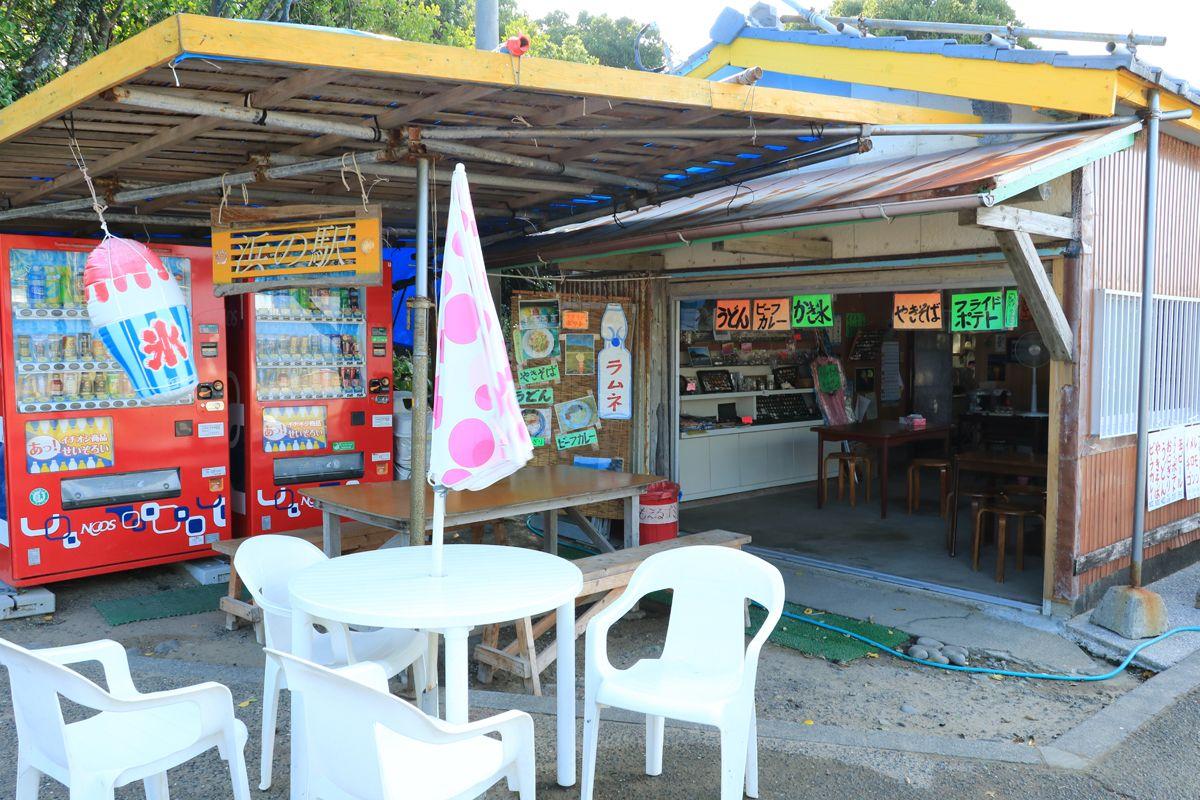 昔ながらの素朴な「浜の店」にも立ち寄ってみて!