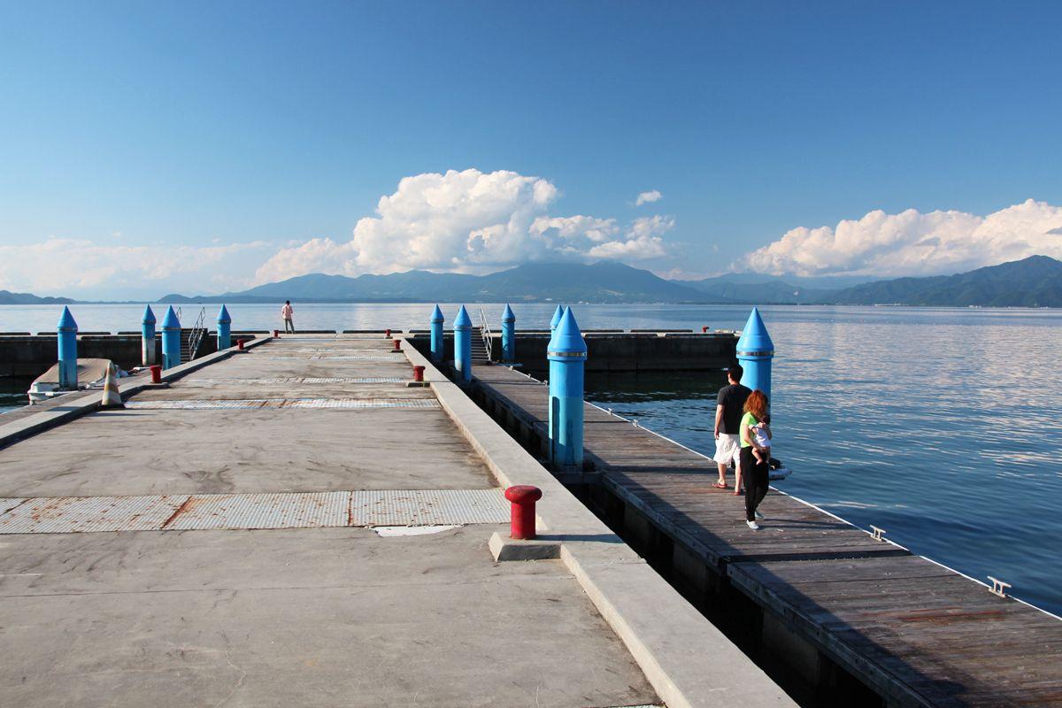 湖南港から猪苗代湖越しに見る遠景の磐梯山も素晴らしい!
