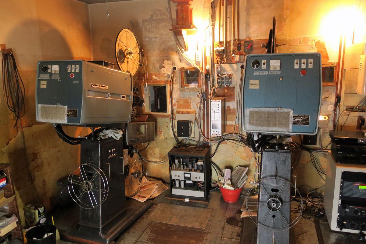 Fuji Centralの映写機が据えられた映写室は必見!