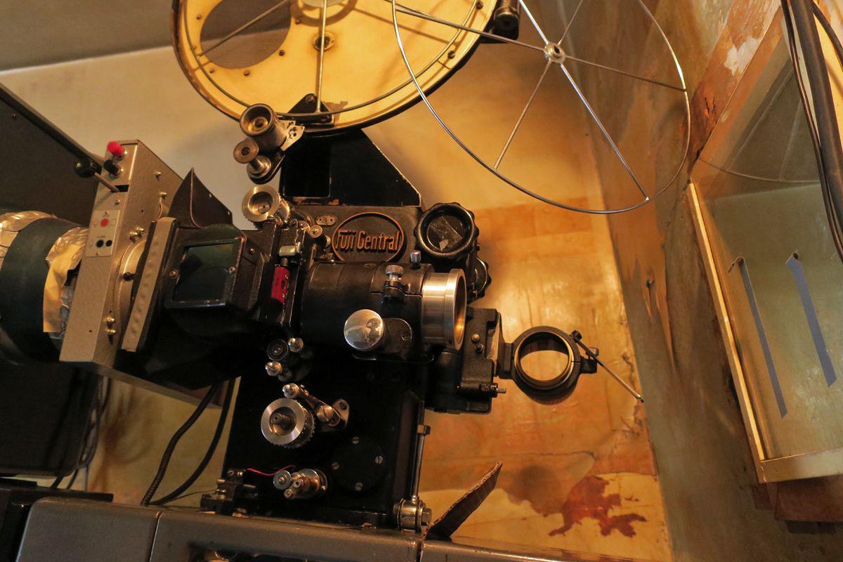 マニアよ、日本最古級の映画館に集え!上越市「高田世界館」