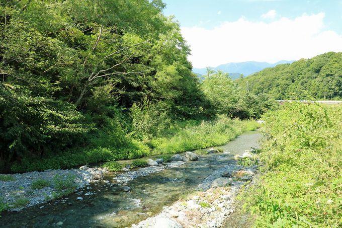 四十八の瀬がある!? 四十八瀬川の涼やかな流れも美しい
