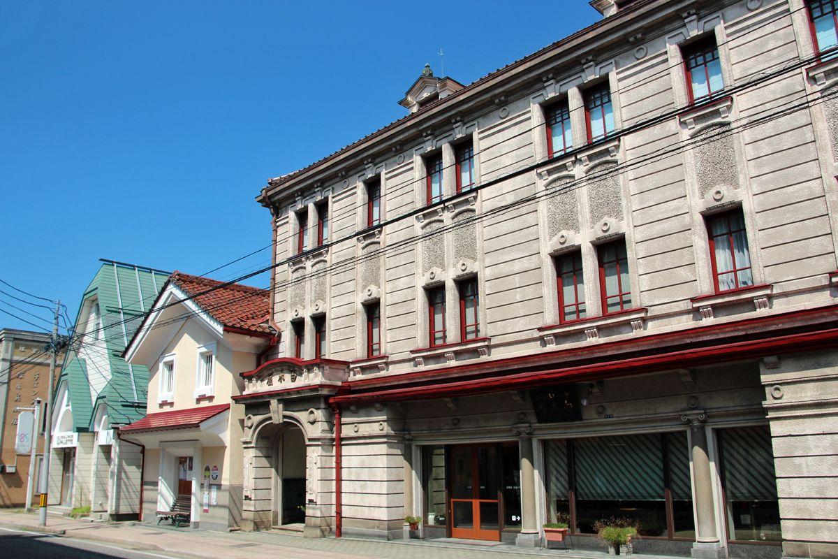 大正浪漫をコンセプトに古き佳き時代の町が再生された「七日町通り」