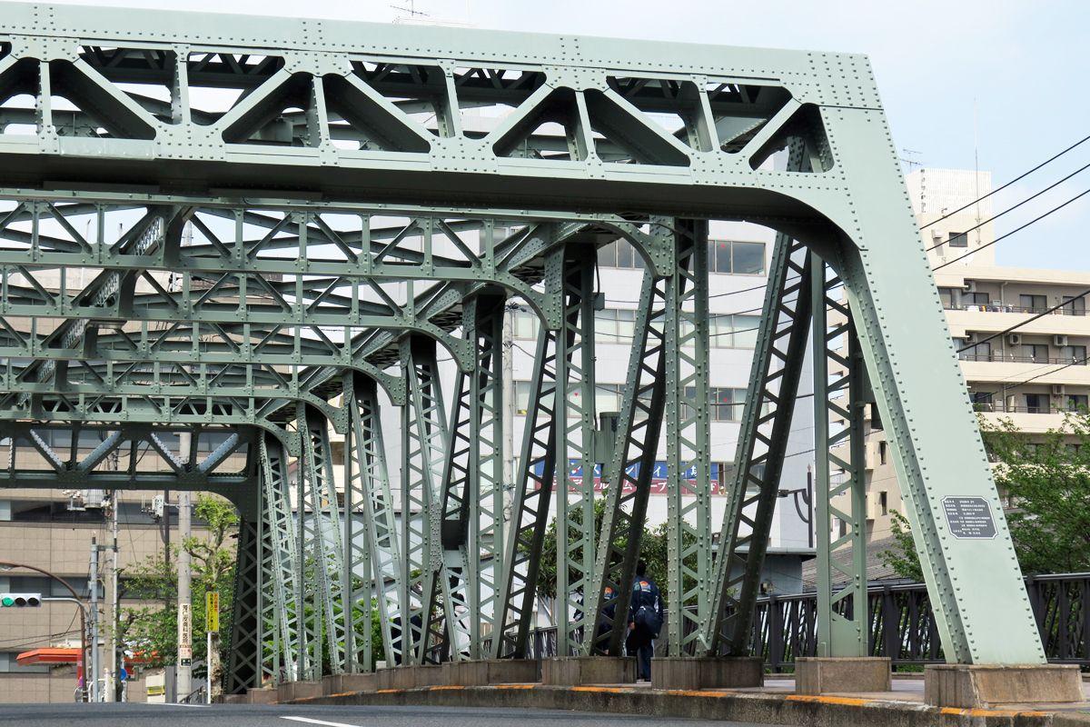 江東区「都市景観重要建造物」の東富橋、塗装色の「深川鼠」にも注目!