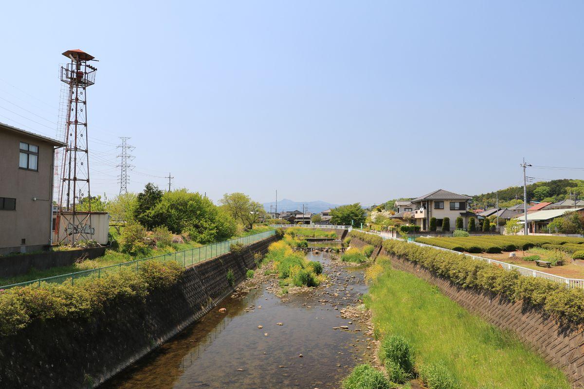 霞川の河岸も歩いてみよう!三輪神社にも参拝しておこう!