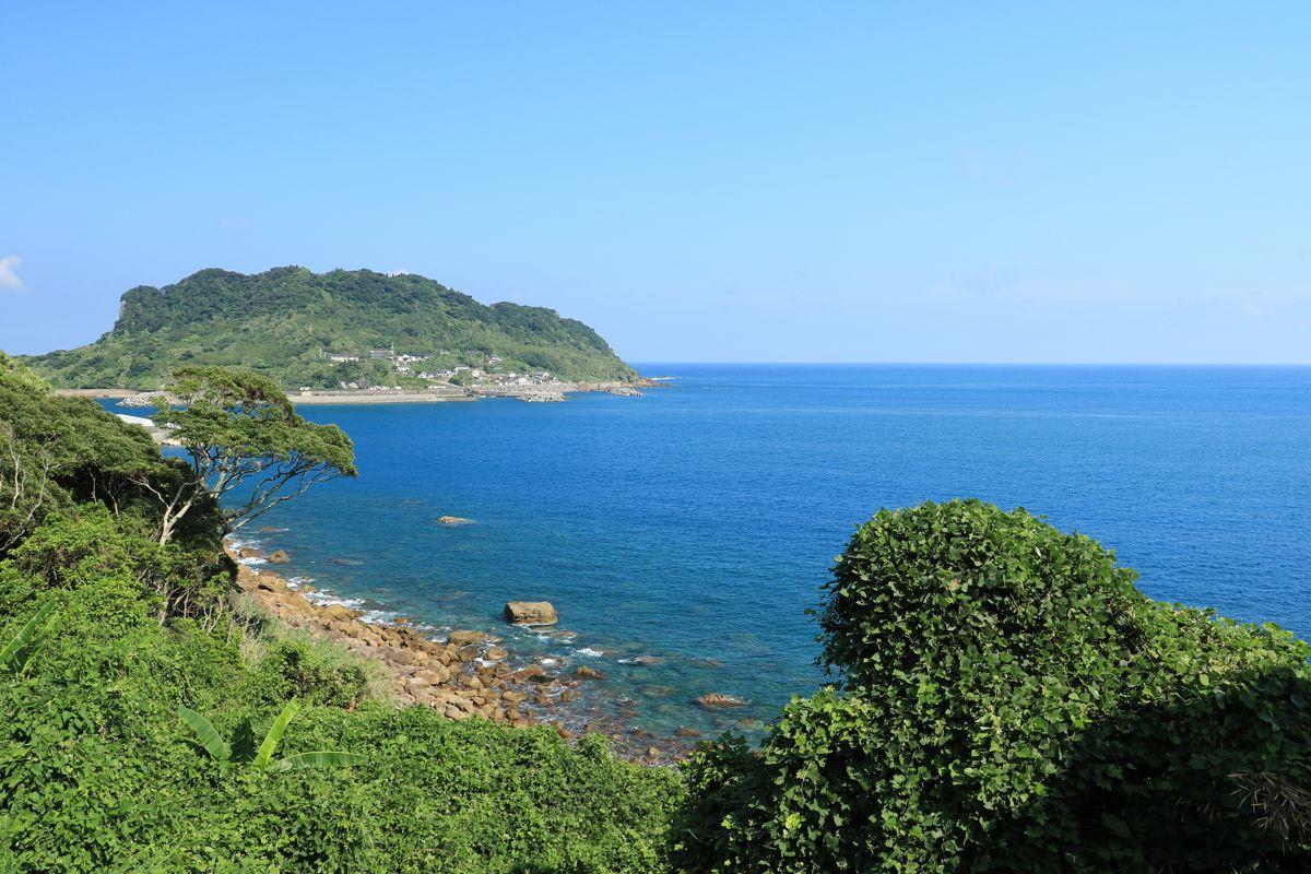 大海原を背にした姿が美しい、築島