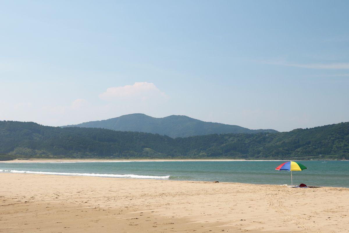 野生猿で有名な幸島、石波海岸の浜辺を歩こう