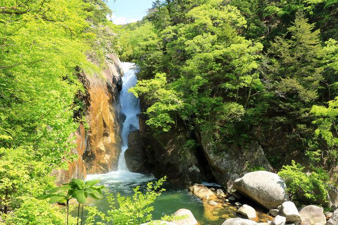 日本の滝百選のひとつ、仙娥滝