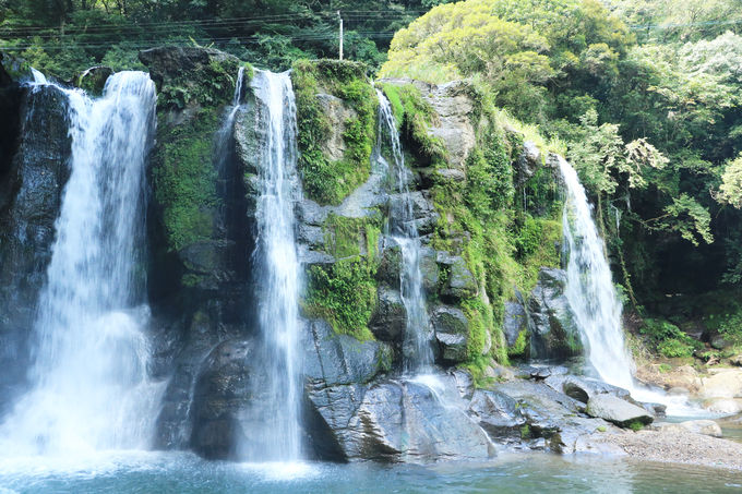 水飛沫を浴びながらの観瀑も楽しい