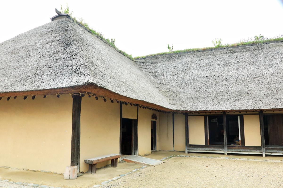 「曲り家」の誕生期の姿を残す「旧菊池家住宅」