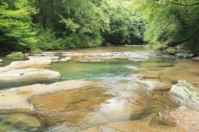 岩畳となった河床も見てみよう