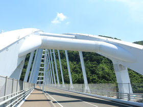 白く輝く美しいアーチ橋!鹿児島「牛根大橋」を歩いてみよう