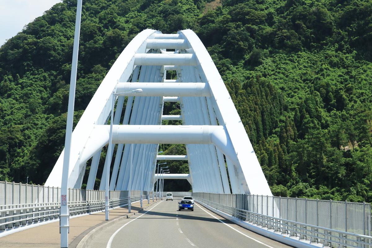 国道220号の改修と共に架けられた牛根大橋
