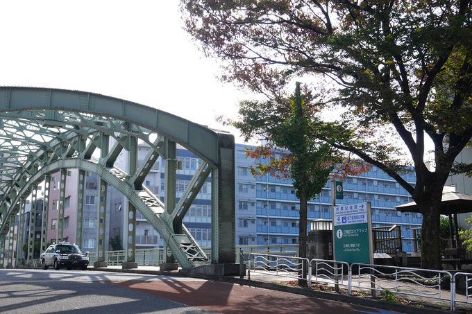 二重のアーチが特徴的な萬年橋