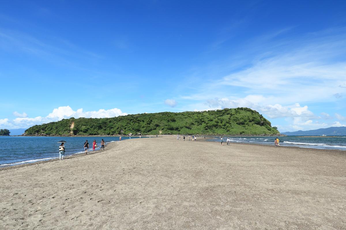 知林ヶ島は陸繋砂州で知られる観光名所