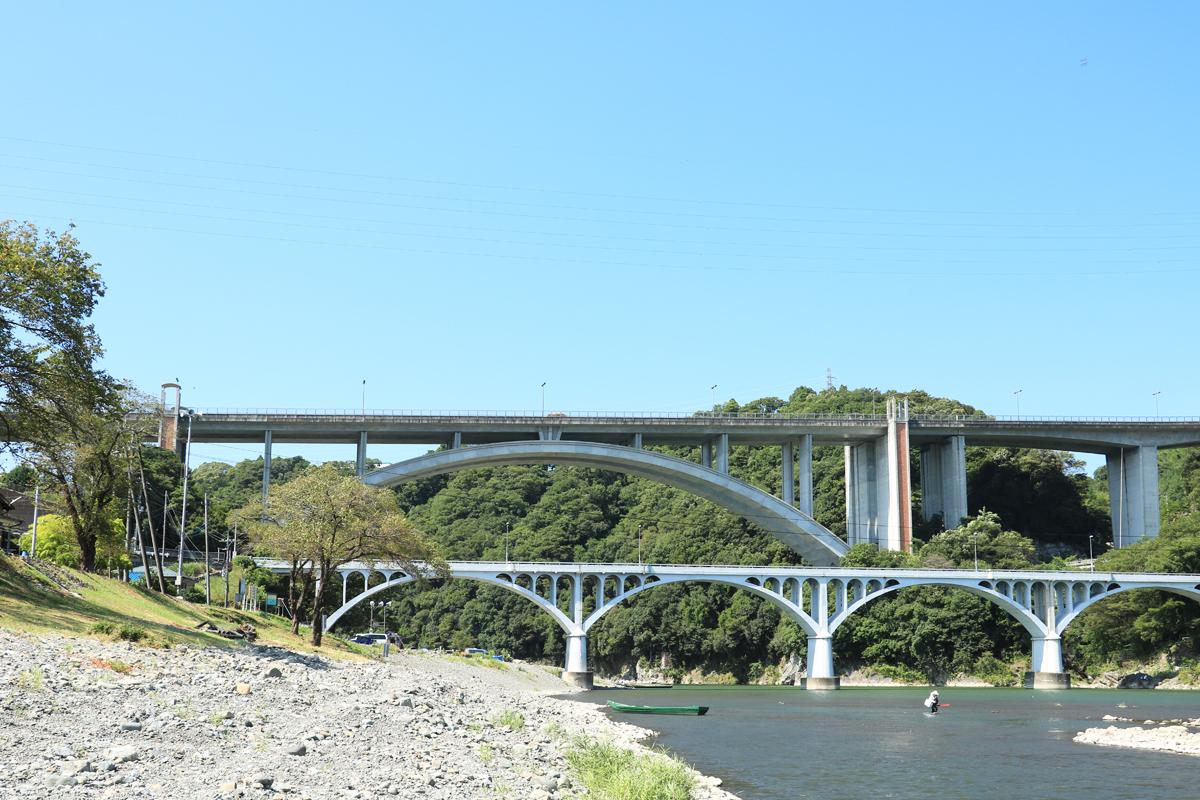 河岸散歩で新旧小倉橋の景観を楽しもう