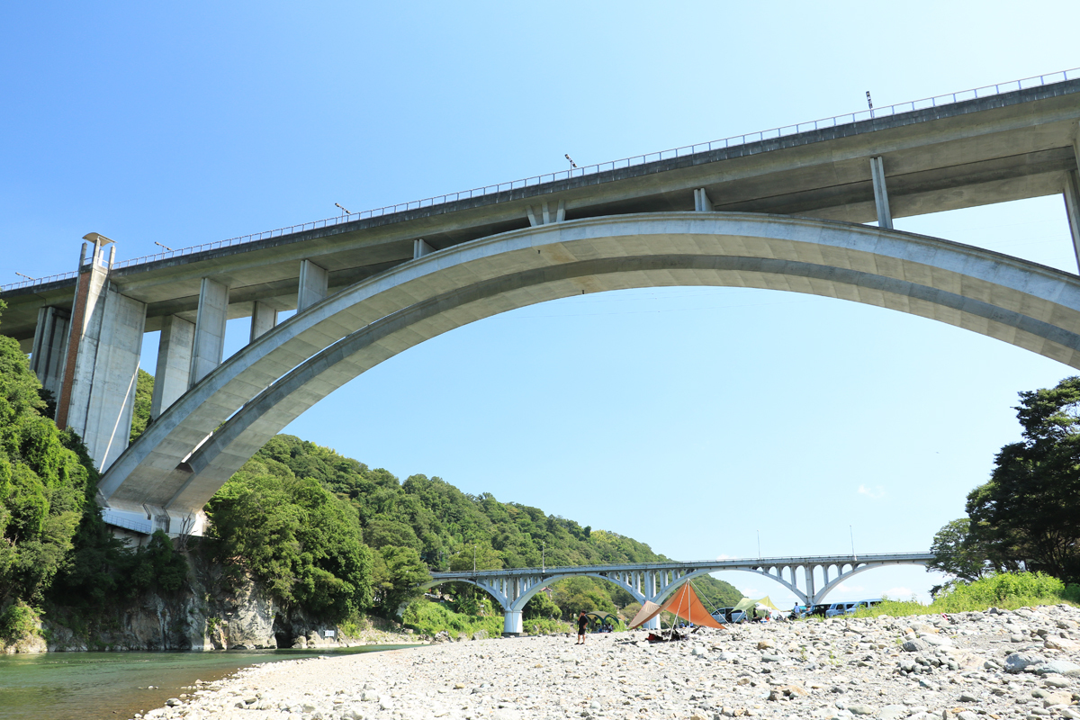 ダイナミックに相模川を跨ぐ新小倉橋