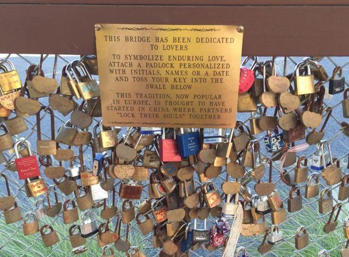 ラブ・ロック・ブリッジで愛を誓おう!