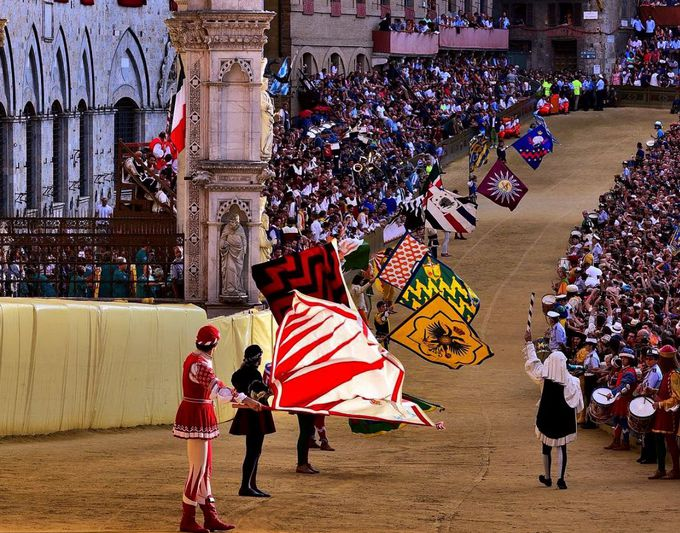 世界的に有名な中世の祭「パリオ」