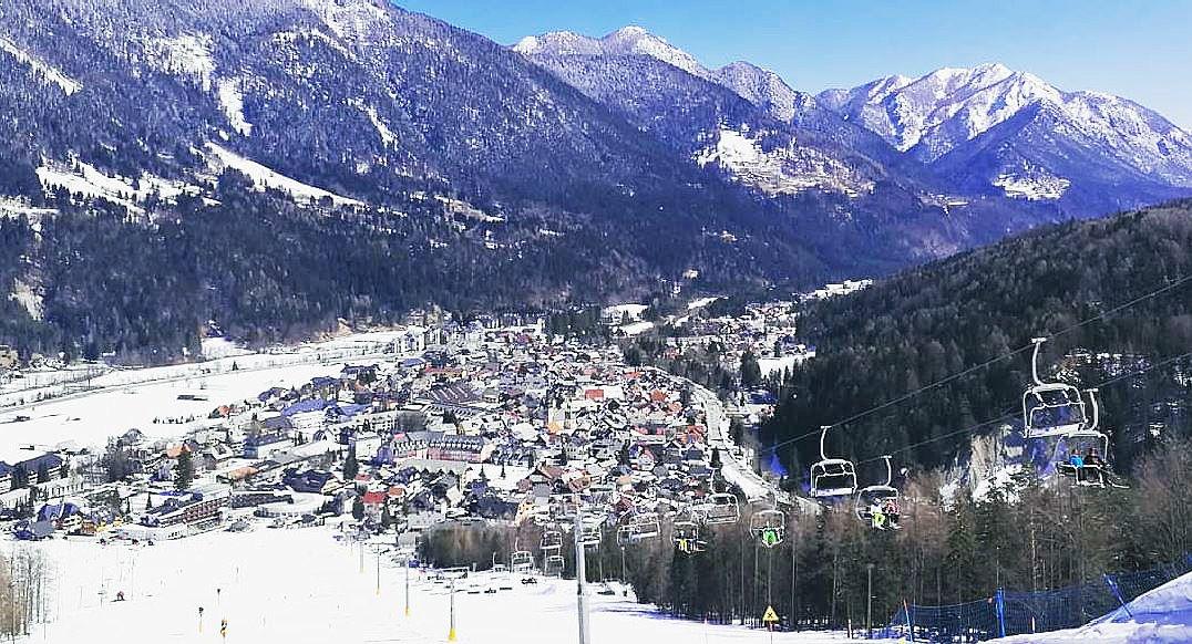 クランスカ・ゴーラでアルプススキーを楽しむ