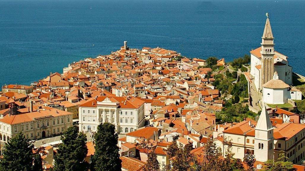 ピランの街でアドリア海を望む