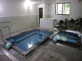 湯船の真横が温泉湧出地!絶妙湯温の福島・湯岐温泉「和泉屋旅館」