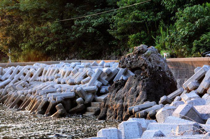 おもしろい奇岩が並ぶ島の西側