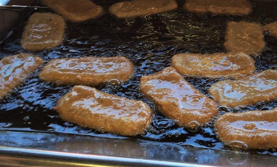 職人の技、手押しで出来た凹凸が揚げ時に絶妙な味わいを生む