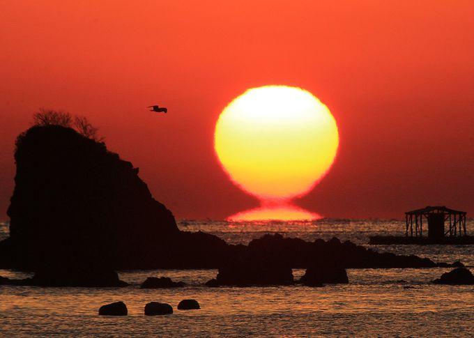 日本の夕日百選に選ばれている「宿毛のだるま夕日」
