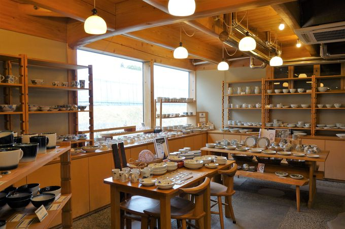 人気窯元の作品が一度に揃うカフェ&セレクトショップ「ギャラリー紫音」