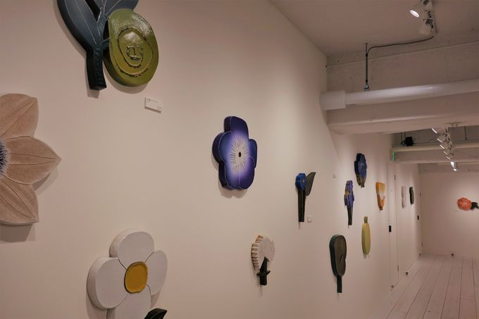 石本藤雄氏の希少な陶板アートがいっぱい