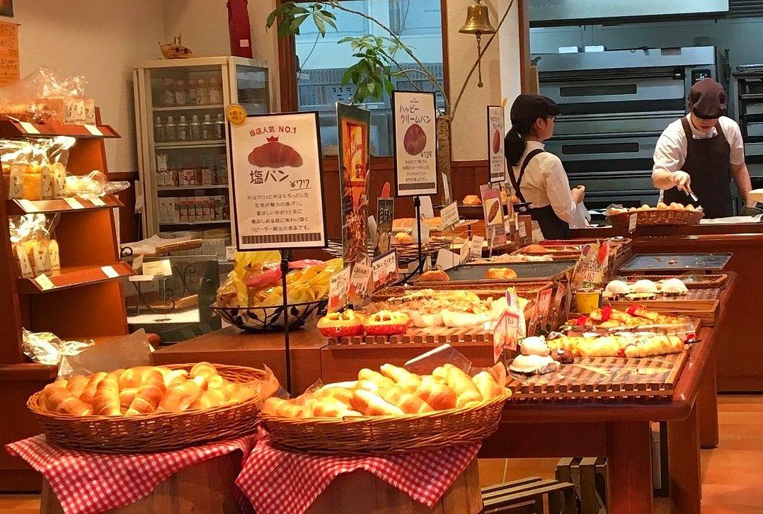 塩パン発祥の店「パン・メゾン八幡浜本店」