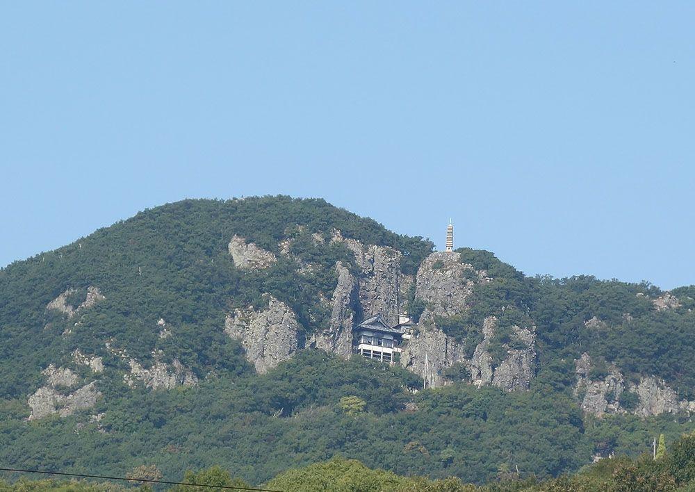 断崖絶壁に建てられた山岳寺院「奥之院 笠ヶ瀧」