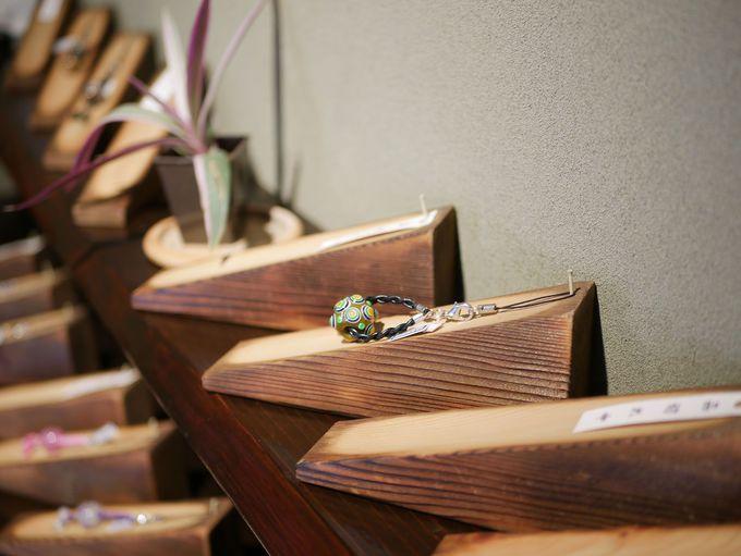 美しいとんぼ玉のアクセサリー「アトリエ猫草(ねこくさ)」